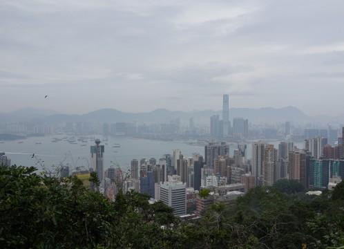 香港を代表する観光地 ビクトリアピークに登る、香港の自然と摩天楼を見下ろすハイキングツアー<午後/高速鉄道/軽食付き/日本語ガイド>