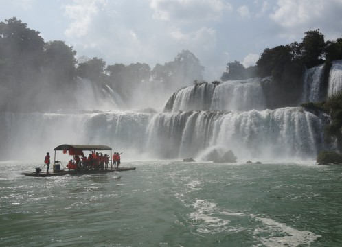 世界文化遺産「花山岩絵」とアジア最大級の滝・徳天瀑布を訪れる、南寧周辺2泊3日<高速鉄道/全食事付き/日本語ガイド>