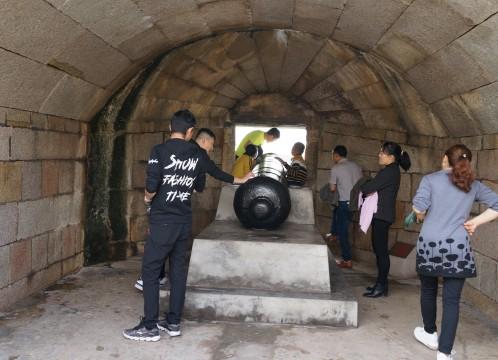 虎門威遠砲台 ~ 海に臨む当時の砲台がそのままの形で残されている