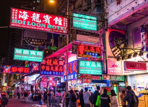 香港 夜の街とネオンのイメージ