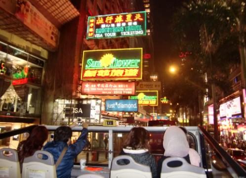 香港 夜景とオープントップバス 車上 イメージ