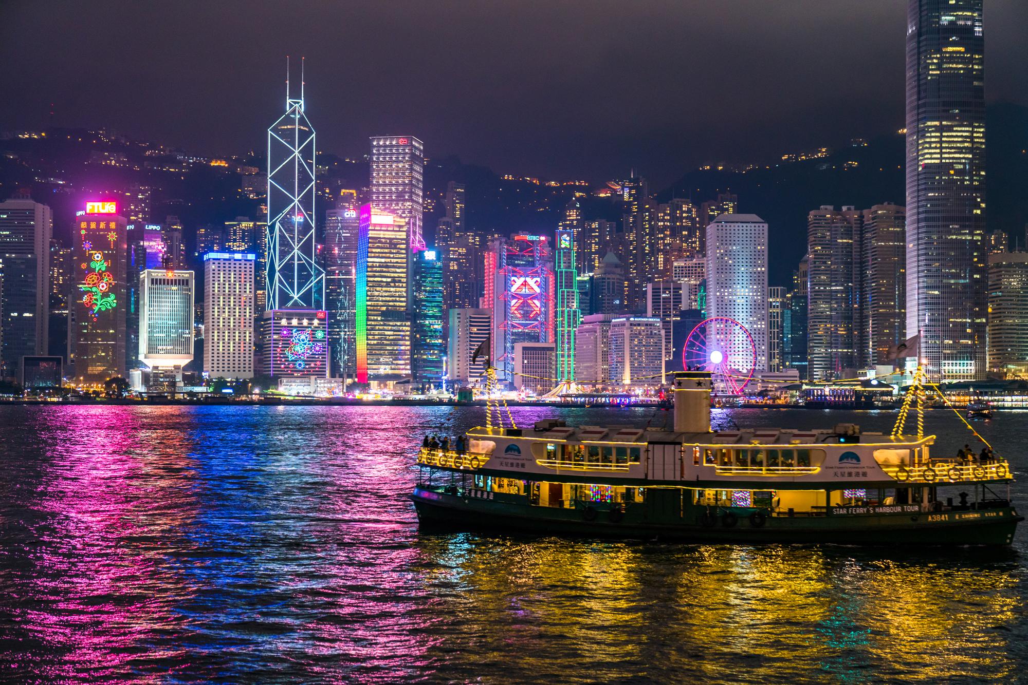 ビクトリアピークからの100万ドルの夜景観賞とビクトリア湾の壮大な夜景鑑賞ツアーと香港名物のオープントップバス・ナイトドライブ<日本語ガイド/軽食付き/選べる解散場所(女人街でも解散できる!)>